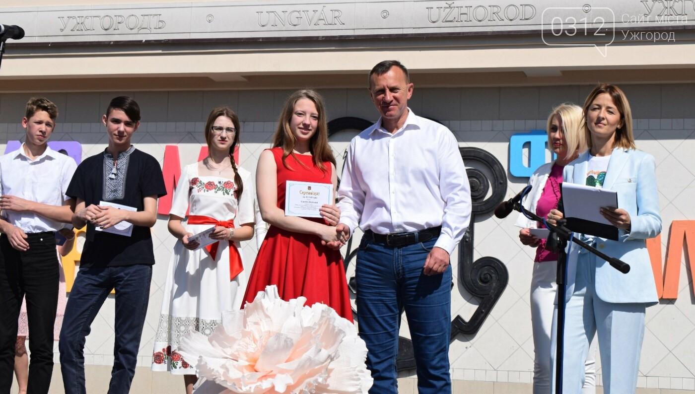 В Ужгороді переможці всеукраїнських олімпіад та МАНу отримали премії (ФОТО), фото-4