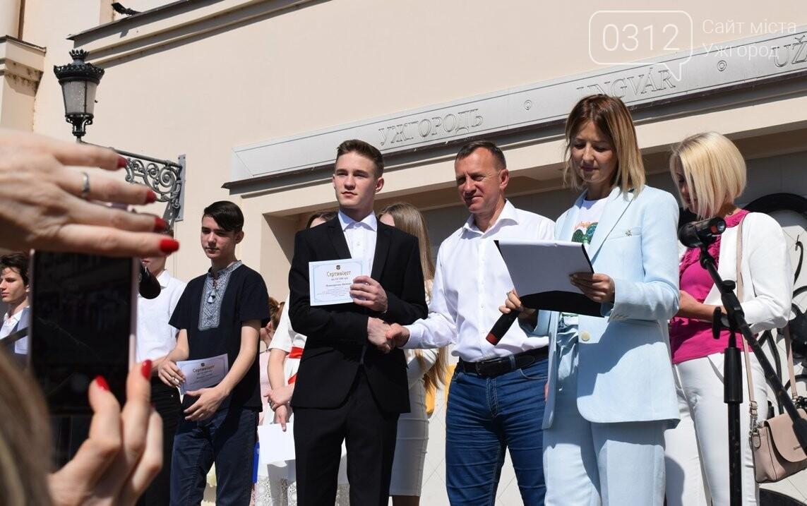 В Ужгороді переможці всеукраїнських олімпіад та МАНу отримали премії (ФОТО), фото-7