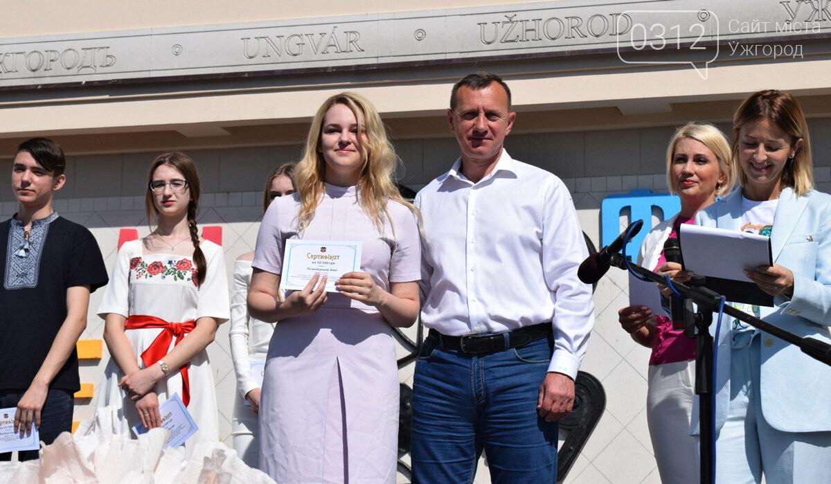 В Ужгороді переможці всеукраїнських олімпіад та МАНу отримали премії (ФОТО), фото-8
