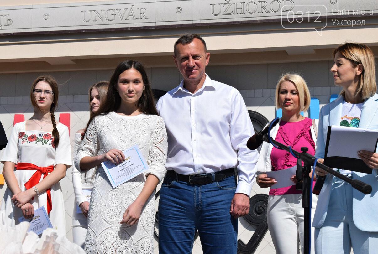 В Ужгороді переможці всеукраїнських олімпіад та МАНу отримали премії (ФОТО), фото-9