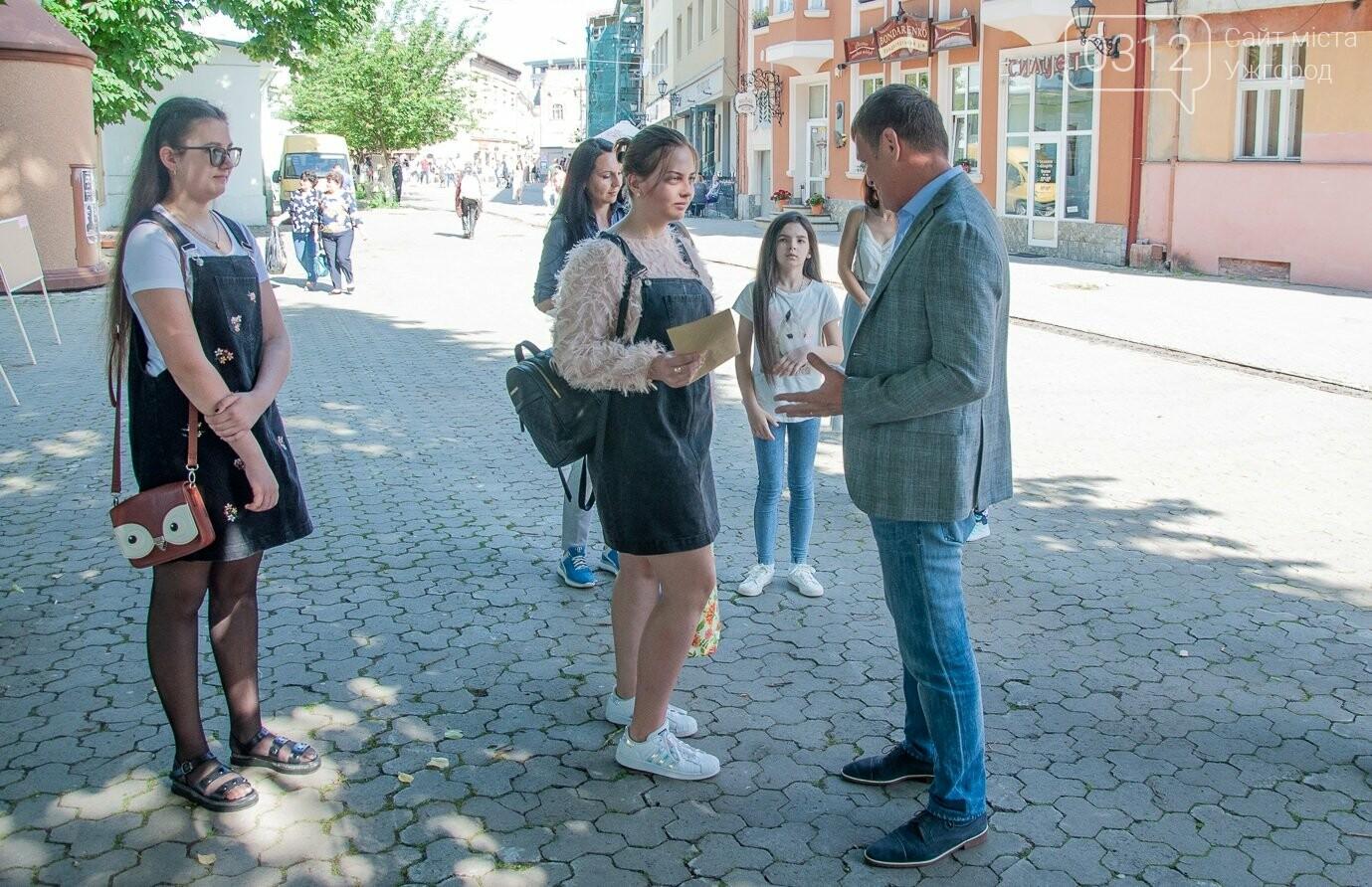 Закарпатські школярки тріумфували на Міжнародному конкурсі з української мови (ФОТО), фото-3