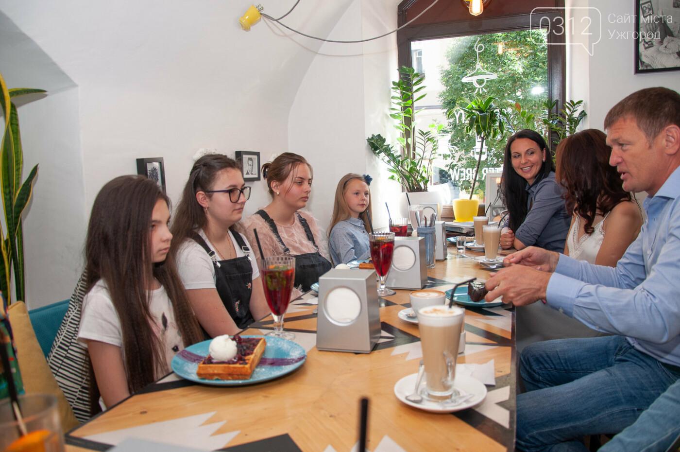 Закарпатські школярки тріумфували на Міжнародному конкурсі з української мови (ФОТО), фото-6