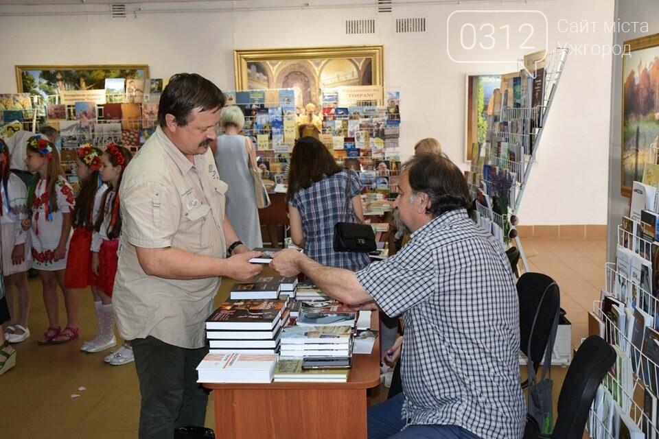 «Книга-Фест» в Ужгороді: що читають і що пропонують почитати (ФОТО), фото-1