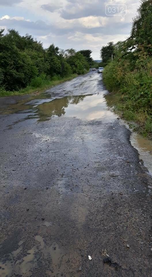 Ужгородці скаржаться на вулицю Лисенка, яка щоразу після дощу в жахливому стані (ФОТО, ВІДЕО), фото-3