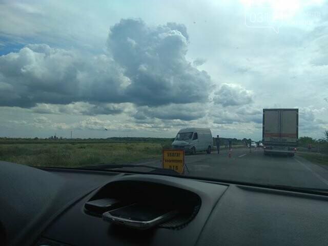 На Ужгородщині через зіткнення з мікроавтобусом Audi викинуло в кювет. Постраждало 2 людей (ФОТО), фото-1