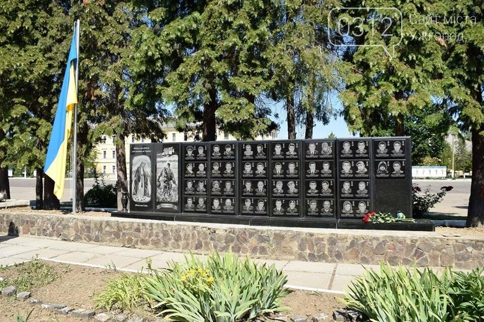 Меморіал загиблим воїнам-захисникам України відкрили в Ужгороді (ФОТОРЕПОРТАЖ), фото-1