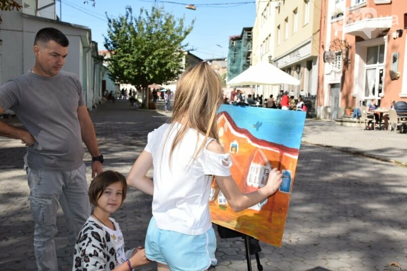 Панораму мальовничого Ужгорода створювали юні художники обласного центру (ФОТОРЕПОРТАЖ) , фото-9