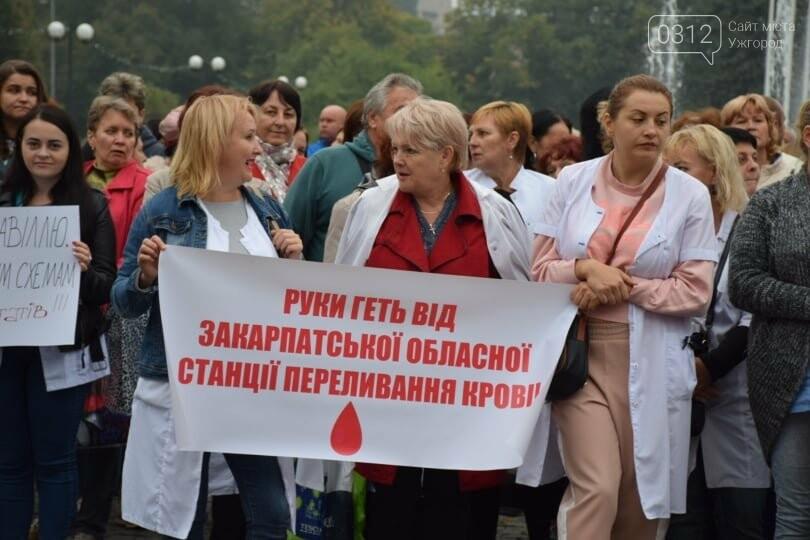 В Ужгороді сотні людей мітингують проти скандальних намірів депутатів обласної ради (ФОТО), фото-9