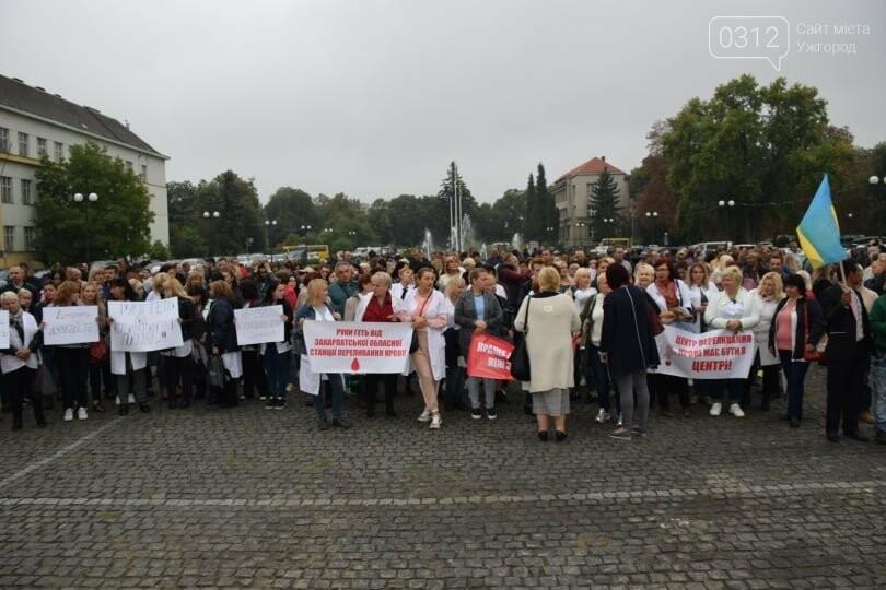 В Ужгороді сотні людей мітингують проти скандальних намірів депутатів обласної ради (ФОТО), фото-10