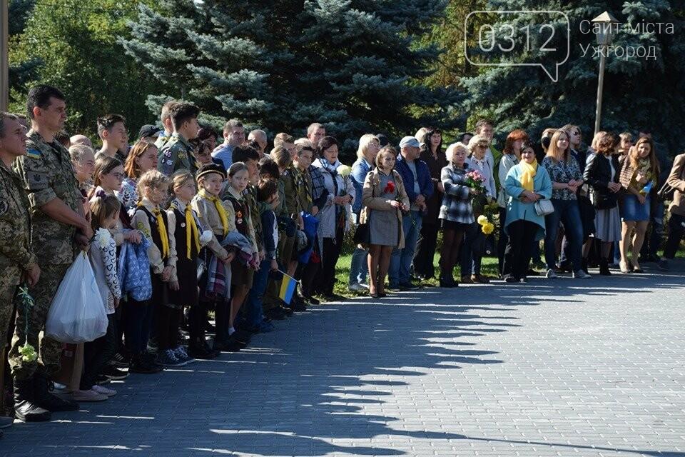 В Ужгороді над могилами загиблих захисників України встановили Державні прапори (ФОТОРЕПОРТАЖ), фото-1