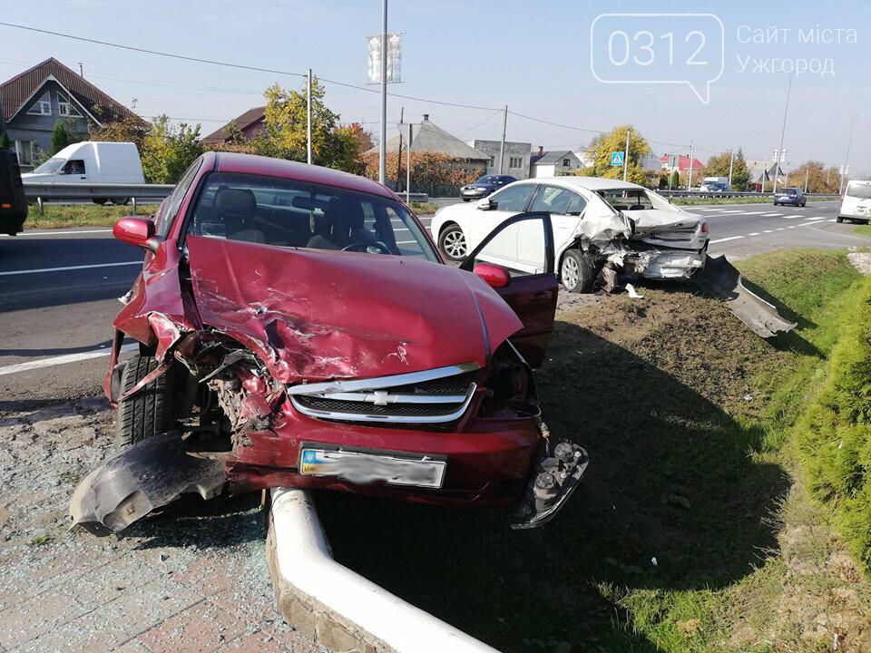 """ДТП під Ужгородом: у Барвінку """"Chevrolet"""" влетів у припарковану """"Subaru"""", фото-1"""