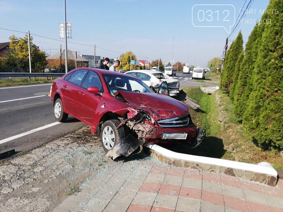 """ДТП під Ужгородом: у Барвінку """"Chevrolet"""" влетів у припарковану """"Subaru"""", фото-2"""