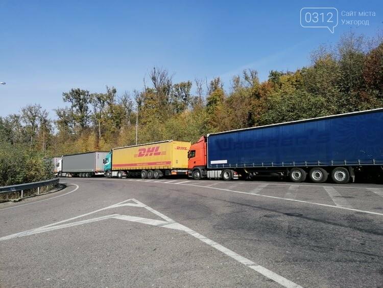 Їжа закінчується, а до магазину - 7 км: Далекобійники стоять по тижню у черзі до кордону біля Ужгорода, фото-6