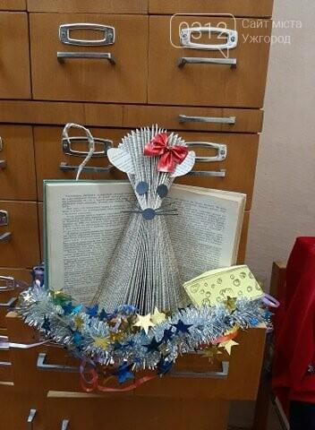 В ужгородському училищі з'явилася незвична новорічна інсталяція із книг (ФОТО), фото-4