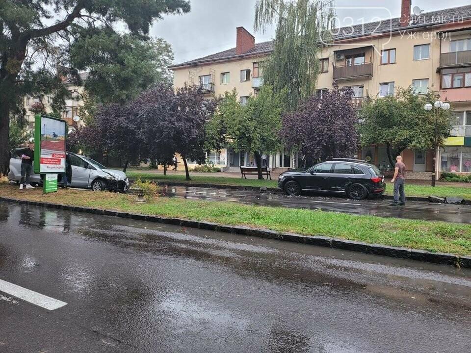 ДТП в Ужгороді:  на проспекті Свободи зіткнулись дві автівки (ФОТОФАКТ), фото-3