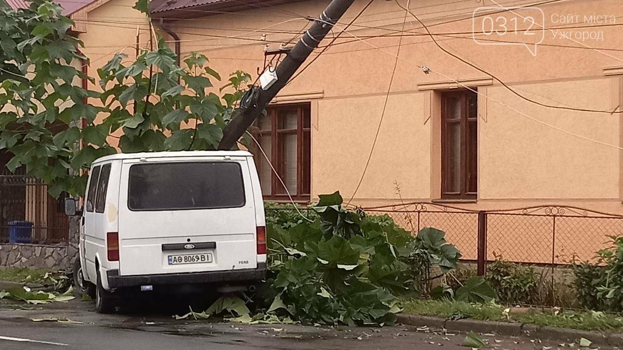Автівка знесла електроопору В Мукачеві (ФОТО), фото-3
