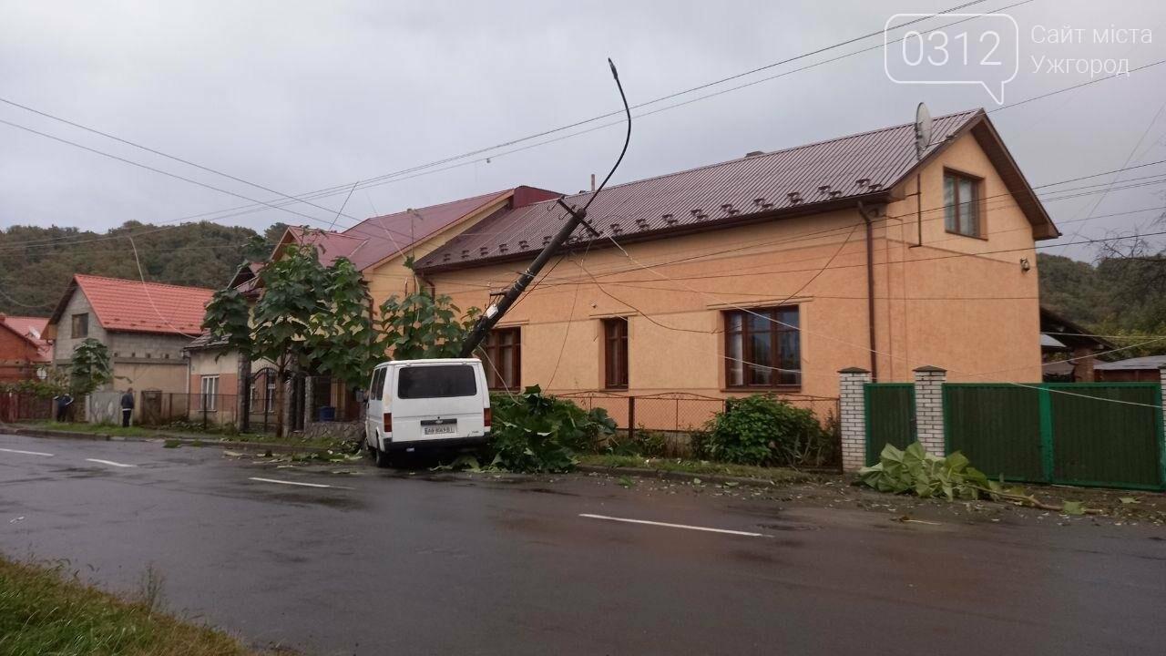 Автівка знесла електроопору В Мукачеві (ФОТО), фото-2