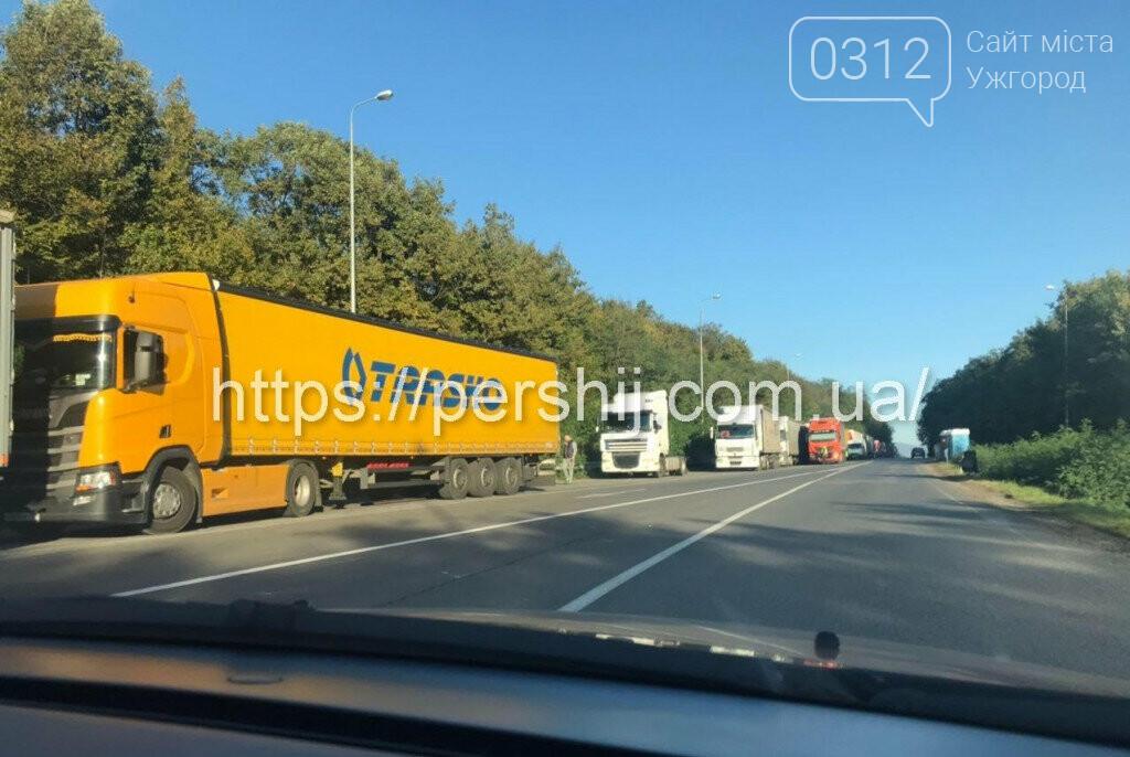 Вантажівки з Ужгорода у бік Словаччини стоять у чергах вже п'яту добу (ФОТО, ВІДЕО) , фото-3