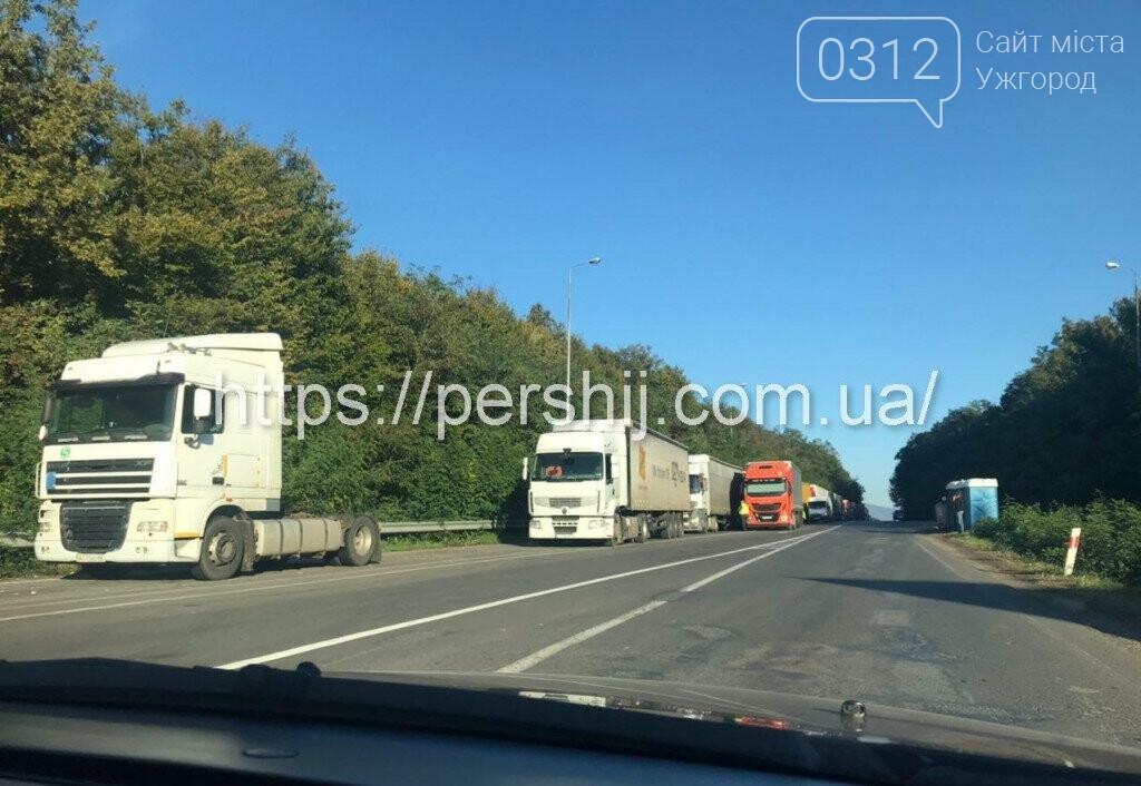 Вантажівки з Ужгорода у бік Словаччини стоять у чергах вже п'яту добу (ФОТО, ВІДЕО) , фото-2