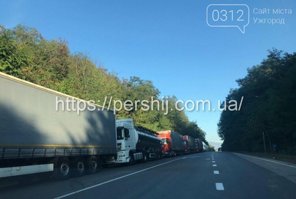 Вантажівки з Ужгорода у бік Словаччини стоять у чергах вже п'яту добу (ФОТО, ВІДЕО) , фото-4