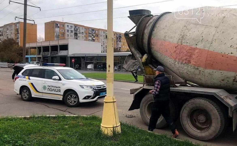 В Ужгороді водій розлив бетон на вулицях міста: на нього складено штраф, фото-1