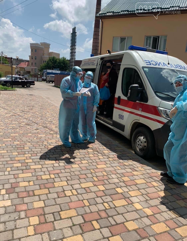 В Ужгороді майже усі ліжка заповнені пацієнтами із діагнозом COVID-19 (ФОТО), фото-4