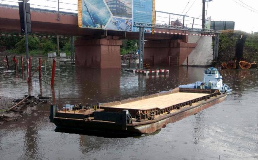 Закупити памперси під переїзд, або як гумористи жартують над затопленим Ужгородом, фото-1