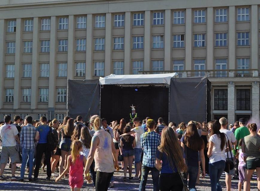 Сердючка і 100 кілограмів фарби: в Ужгороді на Народній відбувся веселий фестиваль, фото-7