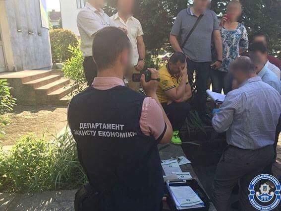 Мера Чопа та високопосадовців міської ради спіймали на хабарі розміром 4 тисячі доларів: фото, фото-4