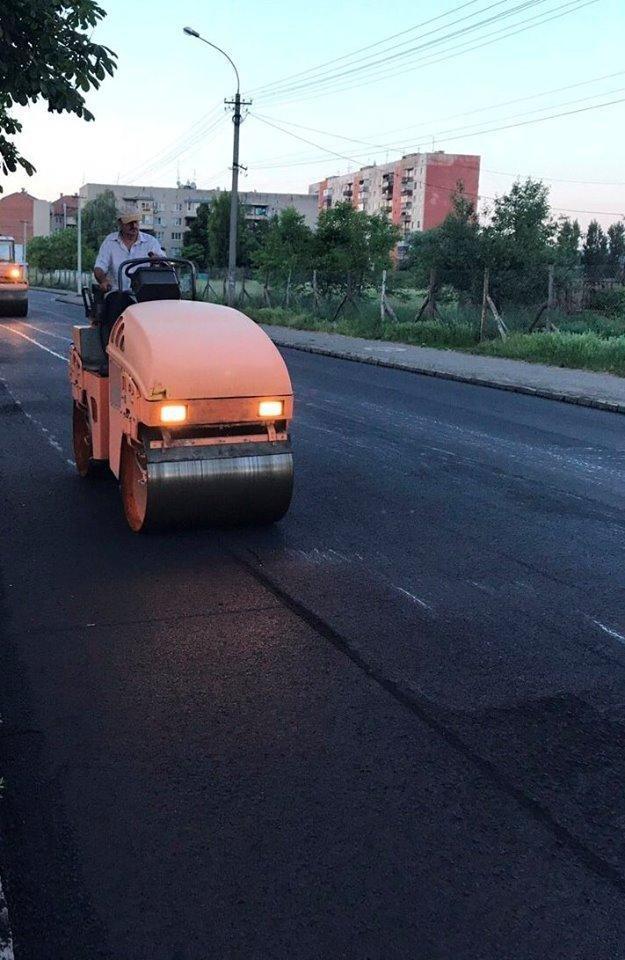 В Ужгороді міськрада похвалилася заасфальтованою вулицею Берчені: фото , фото-4