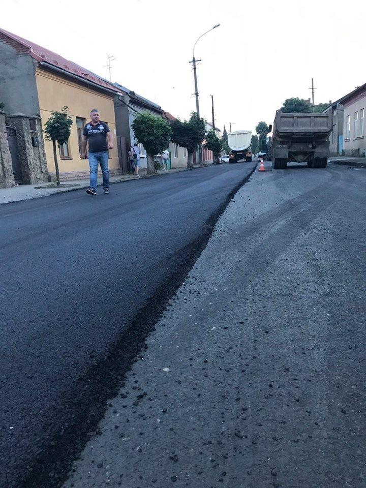 В Ужгороді міськрада похвалилася заасфальтованою вулицею Берчені: фото , фото-6