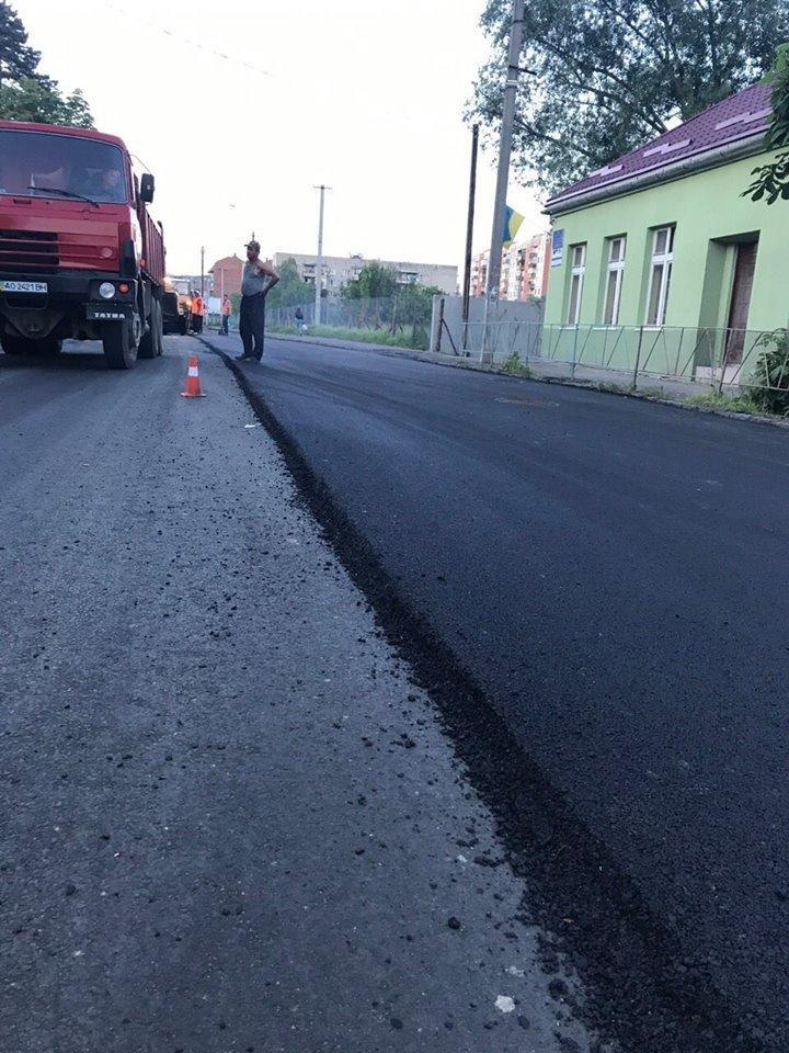 В Ужгороді міськрада похвалилася заасфальтованою вулицею Берчені: фото , фото-8