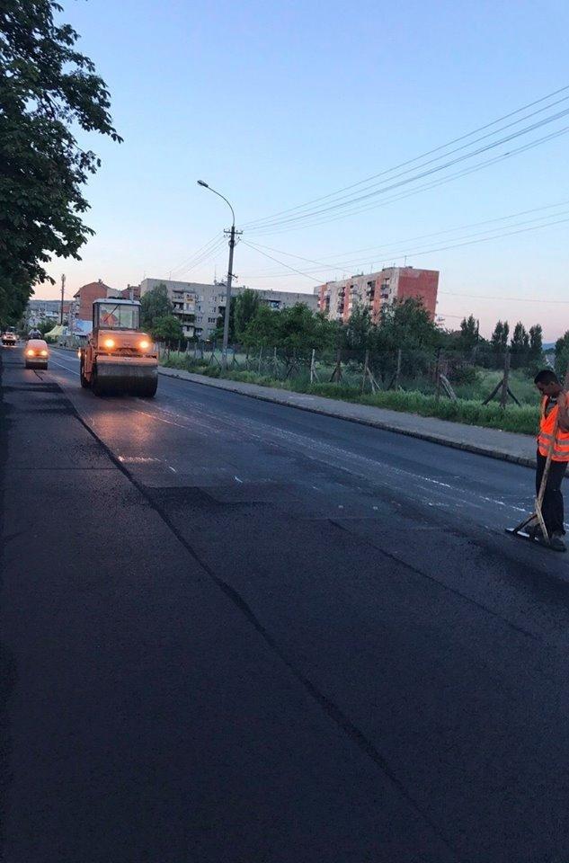 В Ужгороді міськрада похвалилася заасфальтованою вулицею Берчені: фото , фото-1