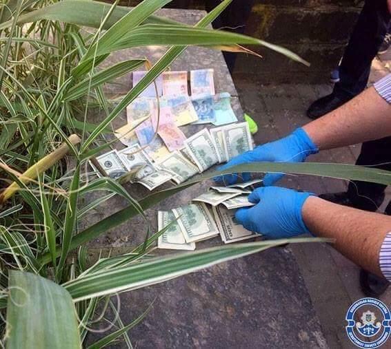 Мера Чопа та високопосадовців міської ради спіймали на хабарі розміром 4 тисячі доларів: фото, фото-1