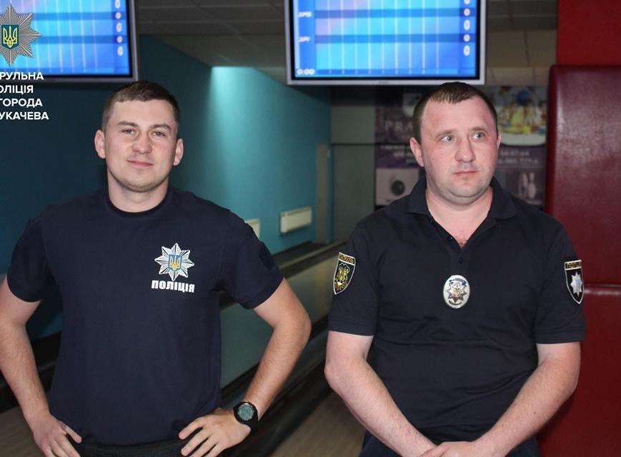 Як ужгородські патрульні грають у боулінг: фото, фото-5