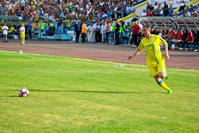 Найяскравіші моменти матчу збірних ветеранів України та Угорщини в Ужгороді: фоторепортаж, фото-38