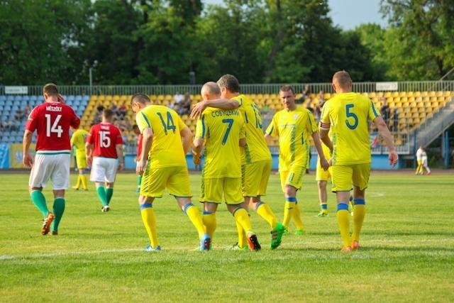 Найяскравіші моменти матчу збірних ветеранів України та Угорщини в Ужгороді: фоторепортаж, фото-13