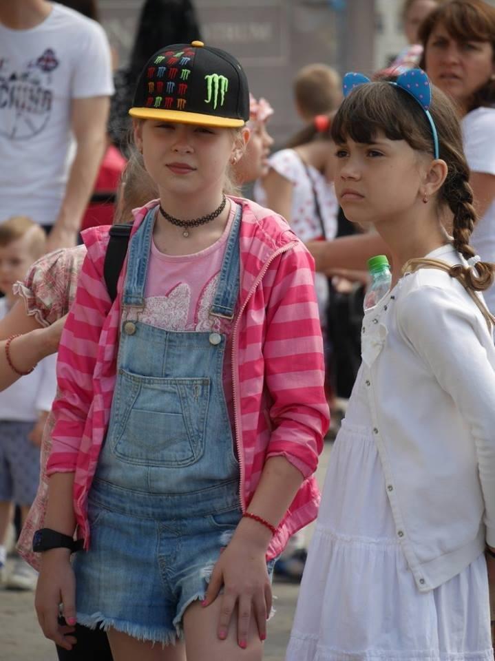 """В Ужгороді на Театральній до Дня захисту дітей виступали """"австрійці"""" та """"іспанці"""": фото, фото-6"""