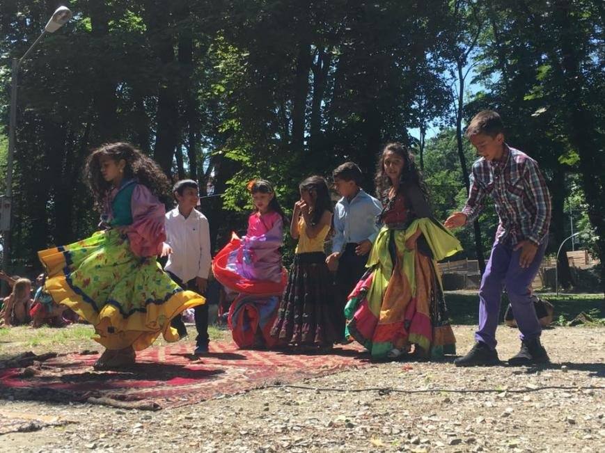 """Як 400 маленьких ромів розважалися у парку """"Підзамковому"""": фото, фото-7"""
