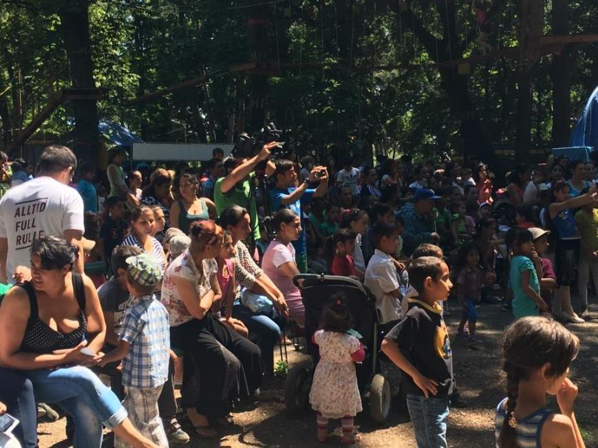 """Як 400 маленьких ромів розважалися у парку """"Підзамковому"""": фото, фото-2"""
