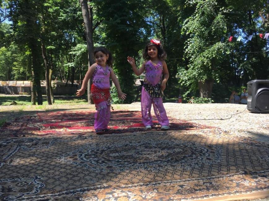 """Як 400 маленьких ромів розважалися у парку """"Підзамковому"""": фото, фото-9"""
