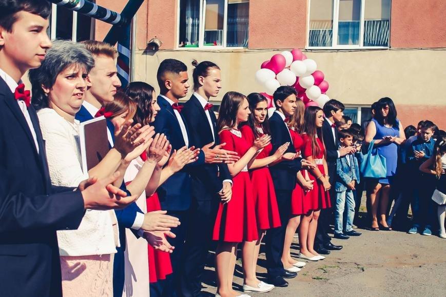 """Як мукачівські школярі відзначали свято """"Останнього дзвоника"""": фото, фото-6"""