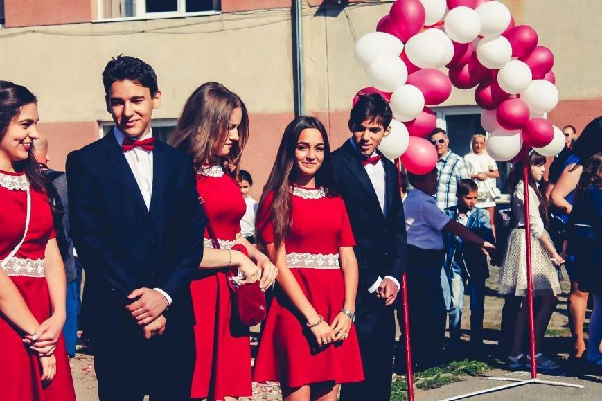 """Як мукачівські школярі відзначали свято """"Останнього дзвоника"""": фото, фото-4"""