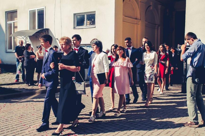 """Як мукачівські школярі відзначали свято """"Останнього дзвоника"""": фото, фото-8"""