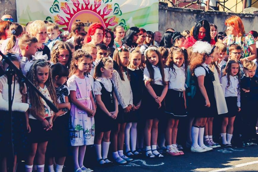 """Як мукачівські школярі відзначали свято """"Останнього дзвоника"""": фото, фото-11"""