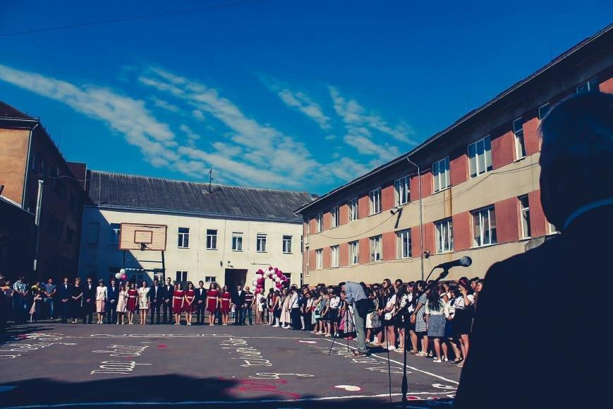 """Як мукачівські школярі відзначали свято """"Останнього дзвоника"""": фото, фото-5"""