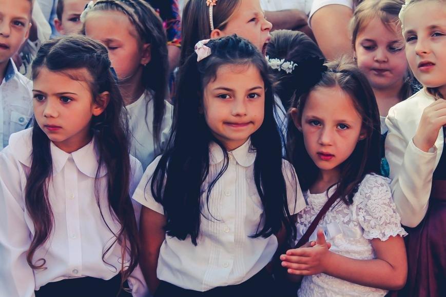 """Як мукачівські школярі відзначали свято """"Останнього дзвоника"""": фото, фото-2"""
