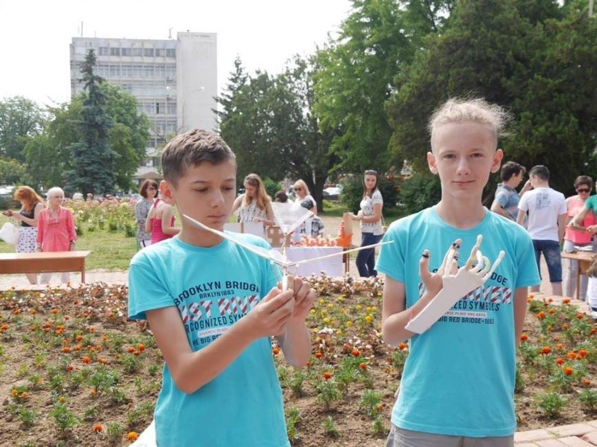 В Ужгороді на Петефі змагались юні винахідники: фото, фото-1