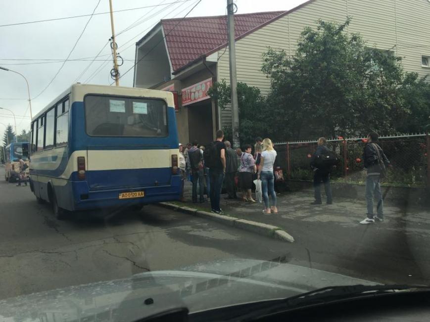 В Ужгороді на Гагаріна під час руху загорівся пасажирський автобус: фото, фото-1