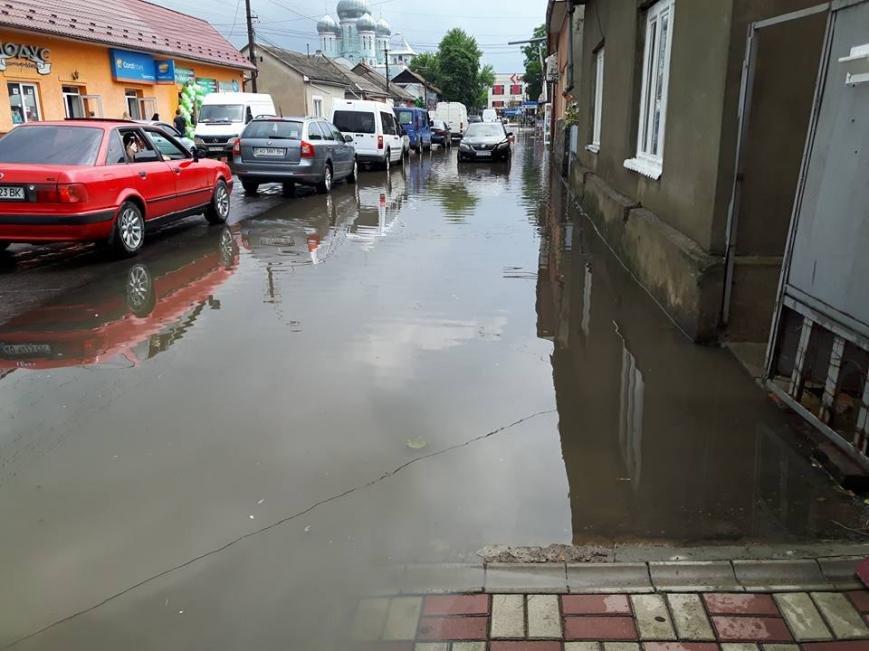 По коліна у воді, або як виглядає Виноградів після проливної зливи: фото, відео, фото-6